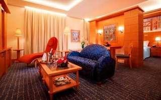 Michael Suit Room