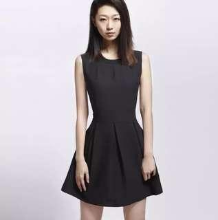 graceful black V-back Dress