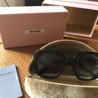 miu miu sunglasses (with box)