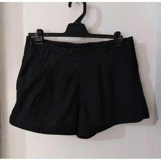 SALE preloved classy small black semi high waist shorts