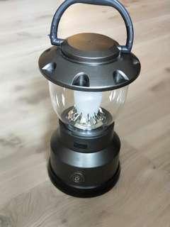 LED露營燈 (近全新)3段式可調整亮度 —UBS外接充電功能