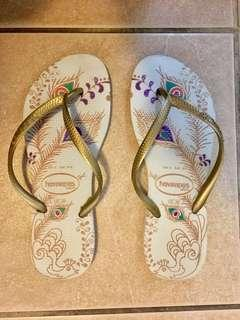 Havainas slim thongs size 37-38 fits a size 8