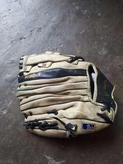 Glove bass ball