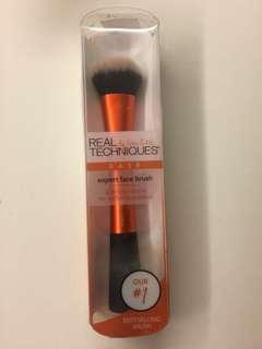 🚚 Real Techniques expert face brush hardly used
