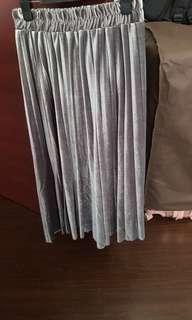 🚚 Brand new grey velvet skirt!! $8 sales