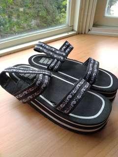 🚚 黑色厚底涼鞋及新