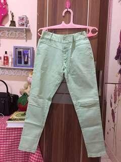 Celana warna mint