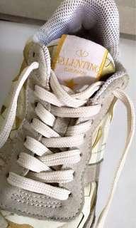 Valentino Garavani Sneaker Authentic ( Limited Edition )