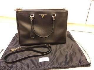 Prada Handbag (100% real 98% new)