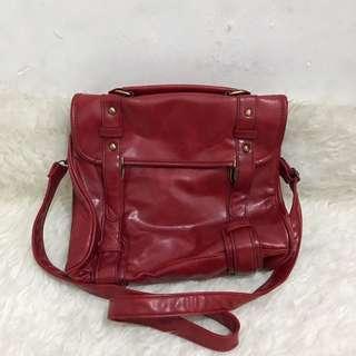 Red leather sling bag NO NEGO BACA DESC