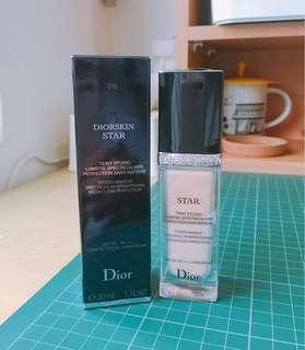 🚚 Dior巨星光采粉底液#010