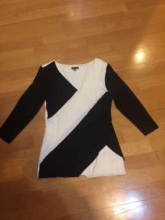 🚚 黑白彈性造型上衣 9成新
