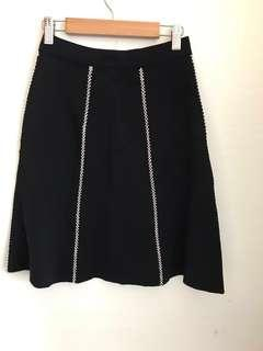 🚚 ❤️❤️❤️Brand new black a line skater knit white liner skirt