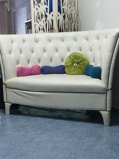 Fast sale. Sofa victorian inspired