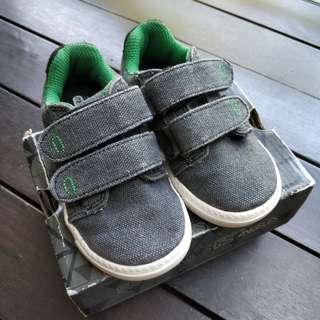 🚚 Skechers boys denim shoes (US7)