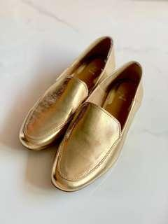 🚚 New Authentic Bata Golden Loafers Size 38