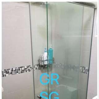 Sliding shower screen in 10mm clear tempered glass