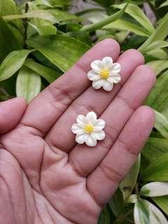 Preloved anting tusuk bunga daisy