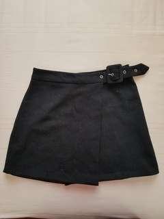 Adjustable-waist black skirt