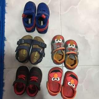 Assorted toddler shoes