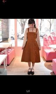 全新轉賣 onepinkshop 王皮香 日單 日系微燈芯絨感排釦縮腰駝色吊帶裙