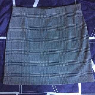 🚚 H&M Grid High Waist Skirt
