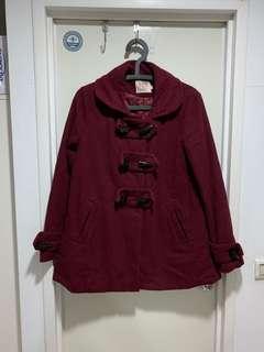 酒紅色牛角扣斗篷大衣外套