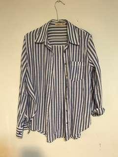 經典籃白直條 長版棉質襯衫 胸前口袋 側邊開岔 M~L 肩39衣長75公分