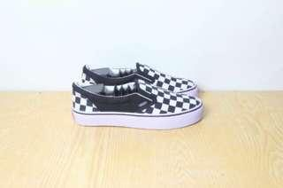 Vans checkerboard slip on (Not Ori)