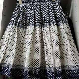 Polka dotted pleated skirt