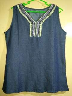 Sleeveless top for women