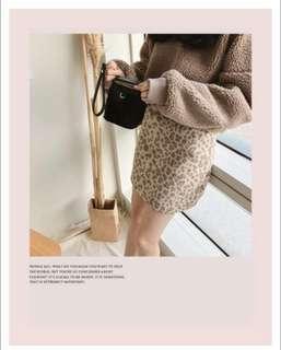 lovfee 毛茸茸豹紋短裙