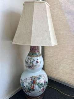 🚚 Chinese Vase Lamp