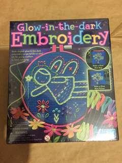 🚚 Glow in the dark embroidery set