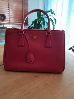 97d3c2b0bcf6 Prada Saffiano Medium Lux Double Zip Tote Bag in Fuoco
