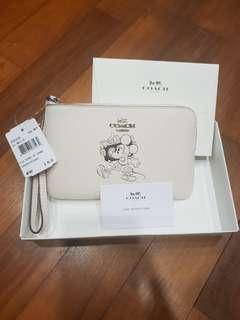 🚚 Brand New Coach Disney Wrislets or Wallets in White (Mickey or Minnie)