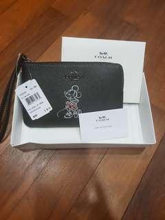 🚚 Brand New Coach Disney Wrislets or Wallets in Black (Minnie)