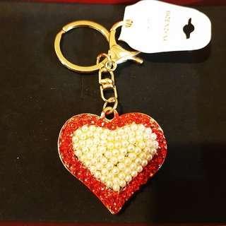 🚚 ☆晶晶☆【滿900元免運】愛心鑲鑽珍珠吊飾/鑰匙圈/鑰匙扣(長4.5cmx寬5cmx厚度1.5cm)