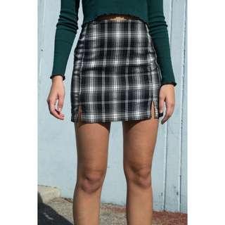 🚚 Brandy Melville Mono Plaid Cara Skirt