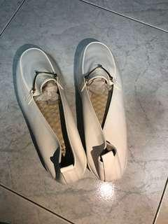 🚚 White flats from Taiwan (size 240/38)