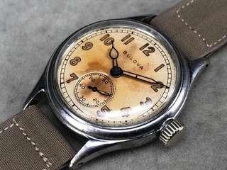 Bulova 寶路華。手上弦計軍用手表。 二手$2800减價$2300 古董表有正常使用歲月痕跡。  原庒表面。夜及針表面已經變成奶黃色 塑膠上蓋 表身直徑32X40mm。 原庒機芯功能正常 非原庒布表帶。非原庒鋼扣。 冇紙冇盒。有興趣PM。
