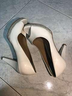 🚚 White heels (size 37)
