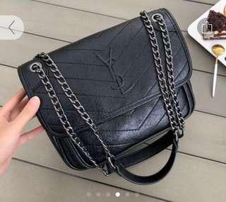 🚚 Basic black handbag