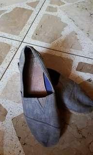 Toms Gray Shoes (size: W9/26cm)