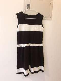 🚚 黑白橫條紋細軟針織無袖洋裝S號