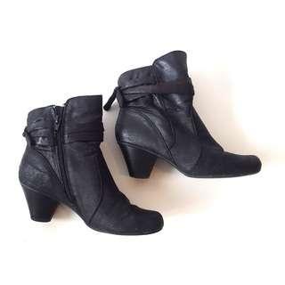 Black Heeled Booties #SwapCA