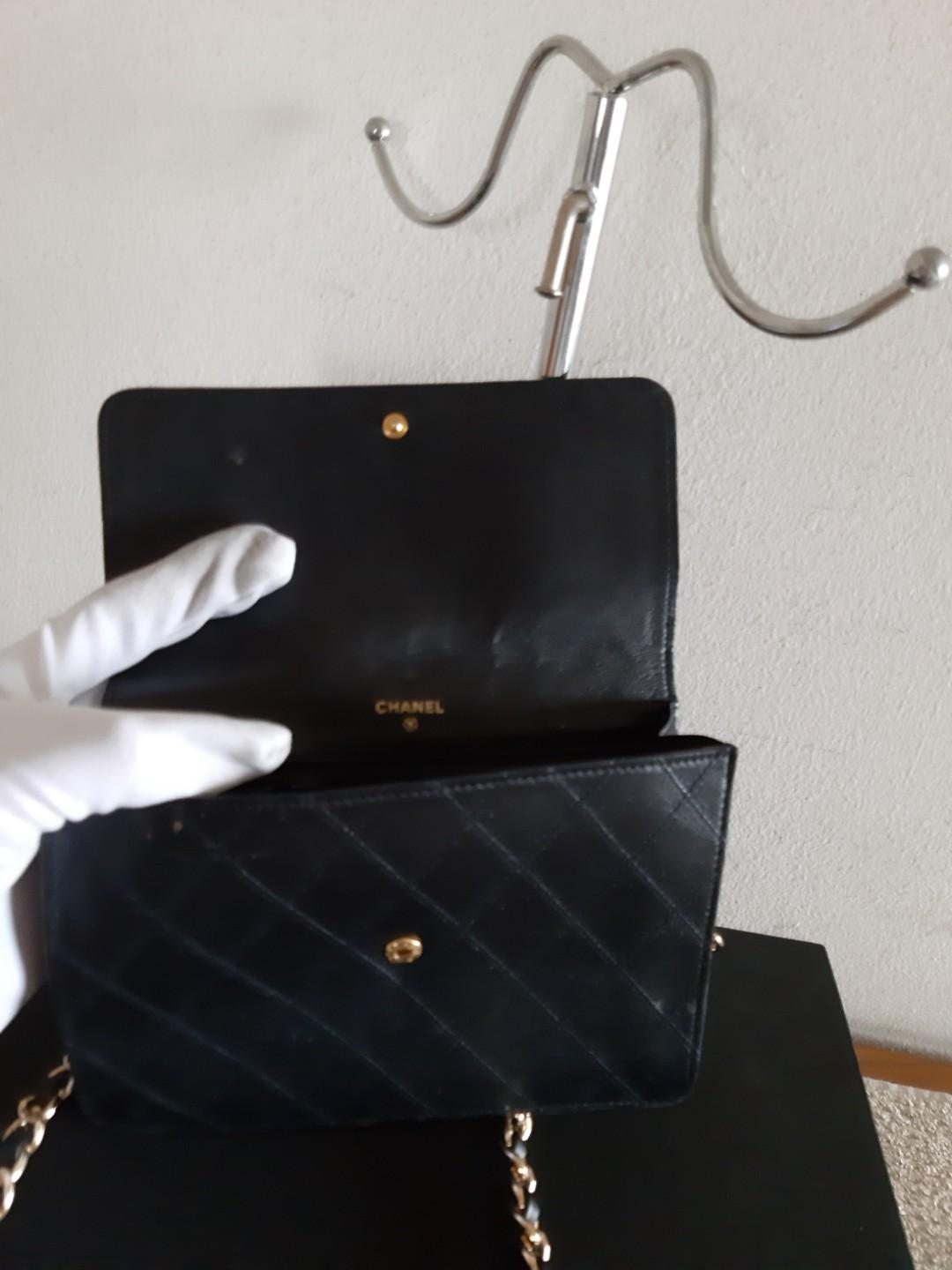 AUTHENTIC CHANEL LAMBSKIN LEATHER CLUTCH VANITY BAG - BLACK COLOUR - CC LOGO , QUILTED DESIGN - VINTAGE - HOLOGRAM STICKER INTACT - INTERIOR IS SEASONED, CAN BE CLEANED/ RESTORED AT BAGSPA - COMES WITH EXTRA HOOKS & LONG CHAIN STRAP FOR SLING / CROSSBODY