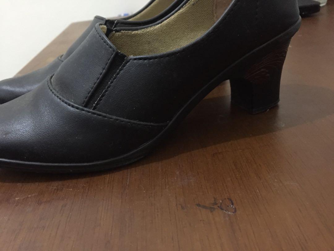 Sepatu kantor/pantofel