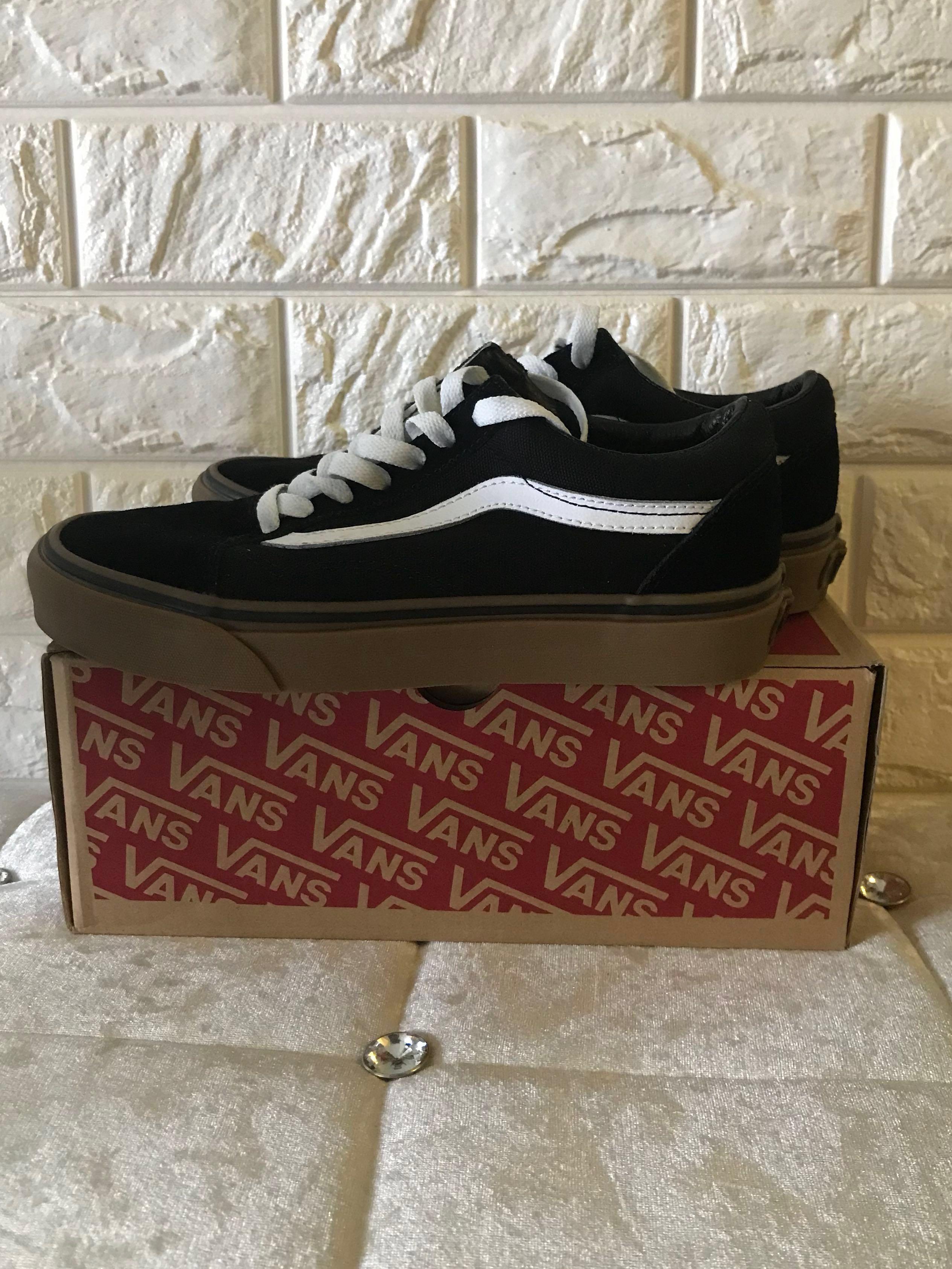 8ac40fff532 Vans Old Skool (Black and Gum sole)