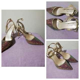 Slightly used Pretty glittered shoes size 6